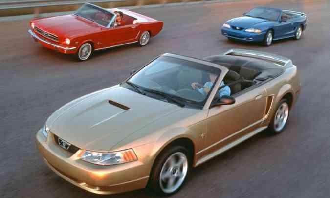 Várias gerações do Ford Mustang juntas provam que o mercado ainda se interessa peça ideia do executivo(foto: Ford/Divulgação)