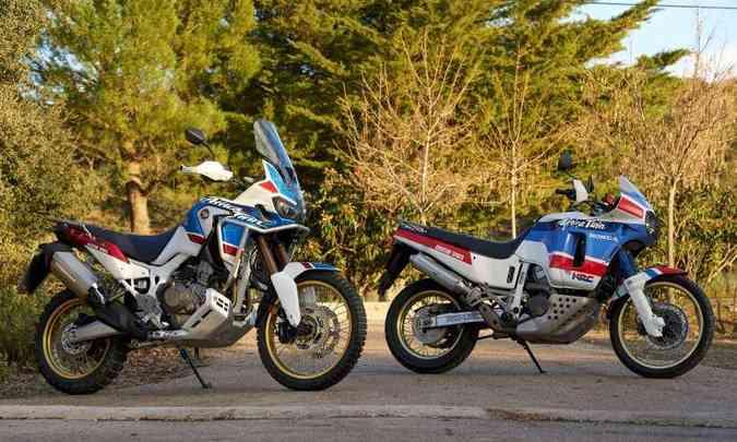 À direita, a Honda XRV 650, que serviu de inspiração para a Africa Twin(foto: Caio Mattos/Honda/Divulgação)