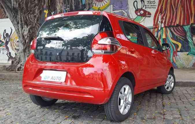 Na traseira, destaque para a tampa do porta-mala de vidro (foto: Bruno Vasconcelos/DP)