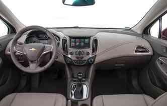 Cruze conta com sistema MyLink com conexão Apple CarPlay e Android Auto. Foto: Chevrolet / Divulgação