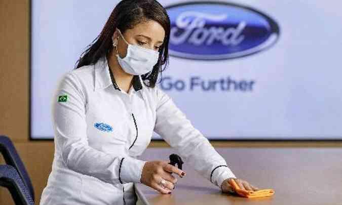 Todas as mesas e balcões de atendimento são higienizadas periodicamente para receber cada cliente(foto: Ford/Divulgação)
