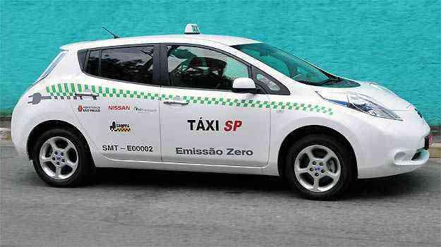 Nissan já testa 25 Leaf elétricos nas frotas de táxis de São Paulo e do Rio de Janeiro, além de uma viatura da Polícia Militar do RJ -