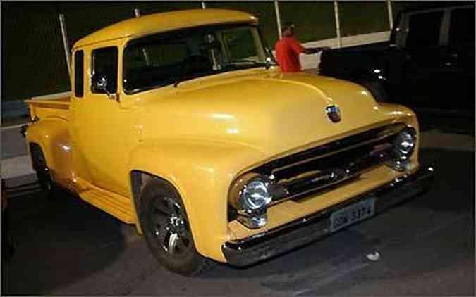 Picape Ford da década de 50 chamava a atenção mesmo parada(foto: Fotos Mega Space/Divulgação)