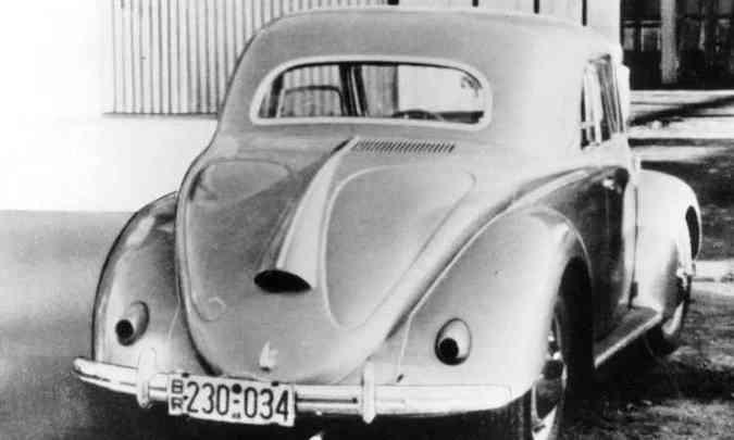 Esse Fusca único, estilo cupê, foi fabricado pela Hebmüller; a empresa, que fabricava as carrocerias conversíveis do modelo, foi destruída por um incêndio, quando esta unidade desapareceu e virou lenda(foto: Volkswagen/Divulgação)