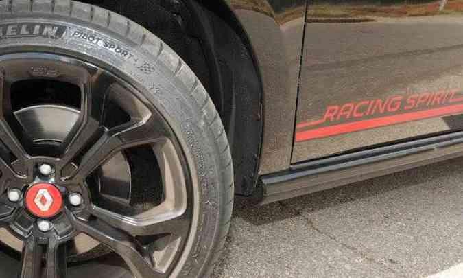 As faixas nas laterais identificam a série especial Racing Spirit, que terá 1.500 unidades(foto: Beto Novaes/EM/D.APress)