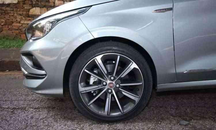 Rodas de 17 polegadas são opcionais - Edésio Ferreira/EM/D.A Press