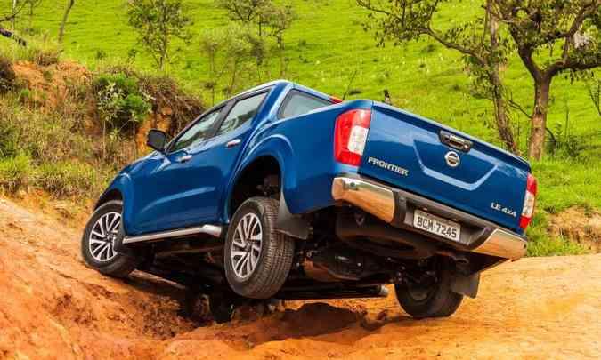 Com bons ângulos de entrada e saída, a Frontier é valente no fora de estrada(foto: Nissan/Divulgação)