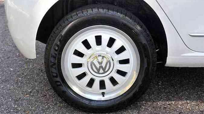Rodas de liga leve na cor da carroceria é uma das novidades(foto: Leandro Couri/EM/D.A PRESS)