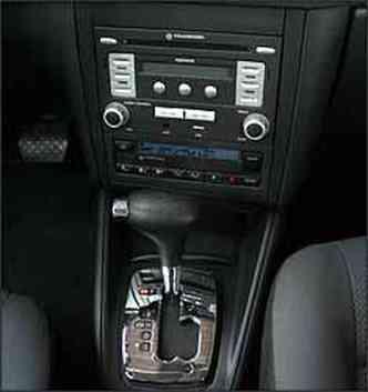 Câmbio automático de seis marchas foi herdado do modelo Jetta