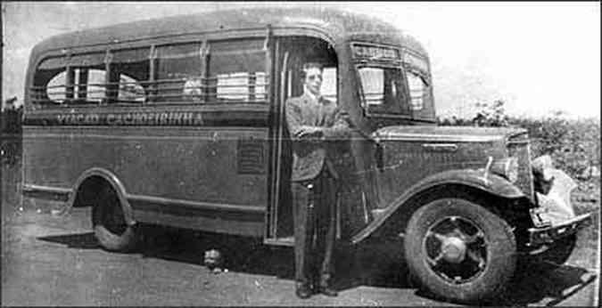 O elegante Joaquim Diniz posa ao lado de um dos veículos da empresa.(foto: Fotos: Arquivo pessoal)