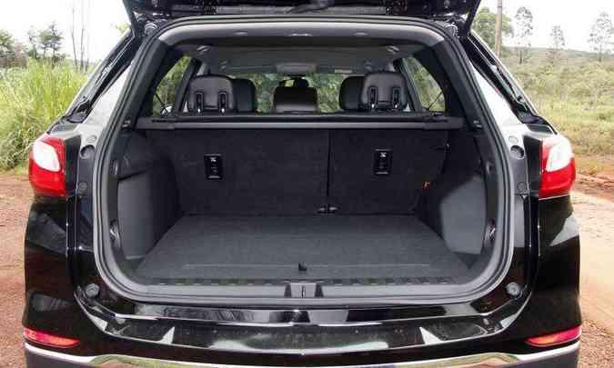 Porta-malas tem bom espaço, compartimento para objetos pequenos e ainda abriga o estepe(foto: Adriano Sant'Ana/EM/D.A Press)