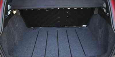O volume do porta-malas declarado pelo fabricante é de 313 litros - Fotos: Marlos Ney Vidal/EM/D.A Press - 03/08/2009