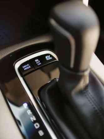 A transmissão da versão híbrida é a Hybrid Transaxle, com os modos normal, Eco, Power e EV(foto: Toyota/Divulgação)