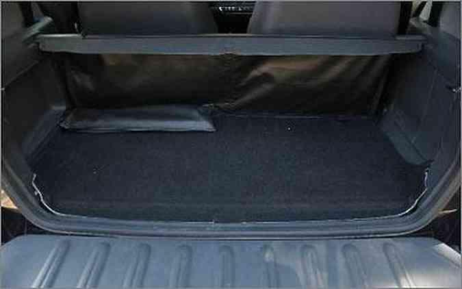 O espaço aferido no porta-malas foi de apenas 117 litros, contra os 220 l divulgados pela marca