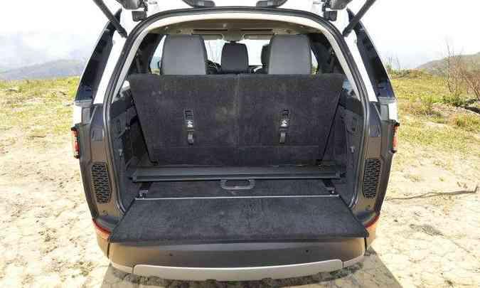 Com os sete lugares em uso, espaço do porta-malas é pequeno(foto: Juarez Rodrigues/EM/D.A Press)
