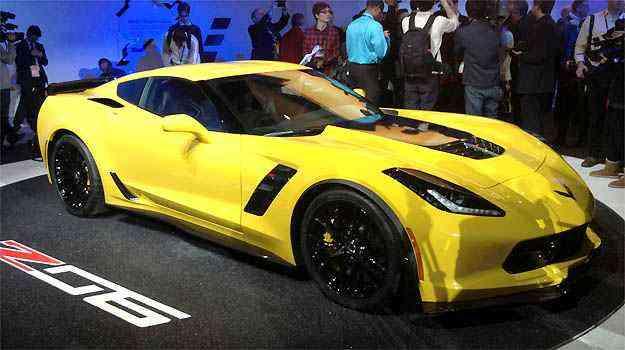 CHEVROLET CORVETTE Z06 O Corvette Stingray ganhou versão mais poderosa. O Z06 tem motor de 625cv de potência e 88kgfm de torque e pode vir com transmissão manual de sete ou automática de oito velocidades. Vale lembrar: o Corvette deve dar as caras por aqui - Marcus Celestino/EM/D.A PRESS