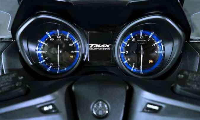 O painel tem instrumentos analógicos e tela em TFT de uma só cor(foto: Yamaha/Divulgação)