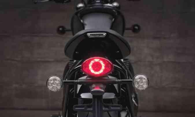 Lanterna traseira e as setas contam com LEDs(foto: Gustavo Epifânio/Triumph/Divulgação)