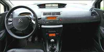 Velocímetro digital central faz motorista perder atenção ao desviar o olhar -