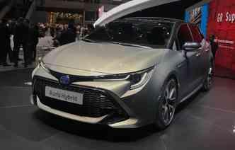 Toyota Auris não é só responsável por mostrar as novas linhas do Corolla, mas também faz parte da ofensiva da marca por carros mais limpos, com motor híbrido. Foto: Jorge Moraes / DP