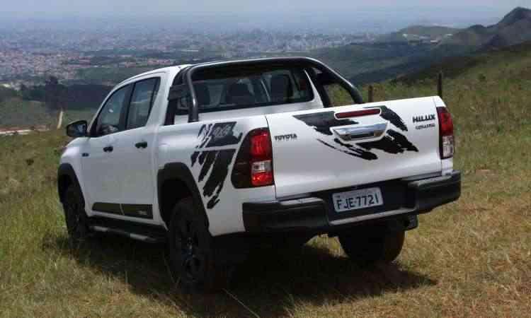 Para-choque traseiro conta com um degrau para facilitar o acesso à caçamba - Edésio Ferreira/EM/D.A Press