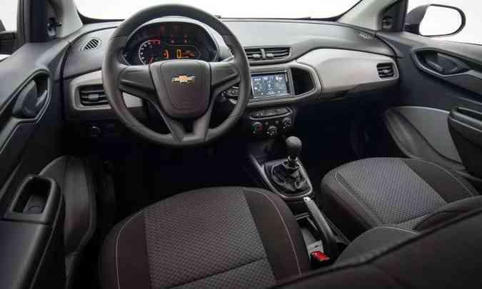 Interior ganhou novo revestimento nos bancos; sistema multimídia é vendido como acessório(foto: Chevrolet/Divulgação)