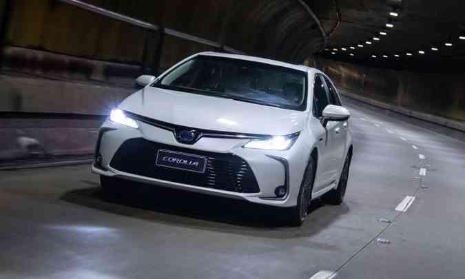 Versão híbrida traz como novidade o fato de ser a primeiro modelo a associar o sistema com motor flex(foto: Toyota/Divulgação)