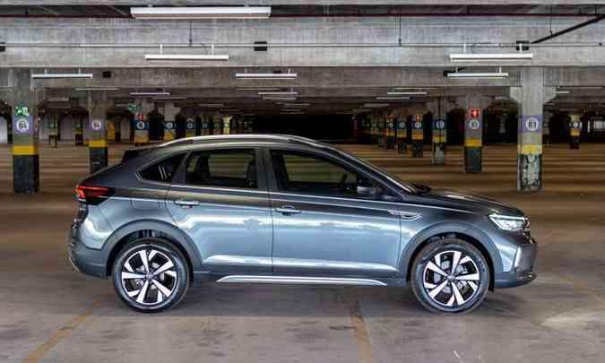 O teto arqueado com o rack de alumínio e as molduras nas caixas de rodas ajudam a compor o estilo(foto: Jorge Lopes/EM/D.A Press)