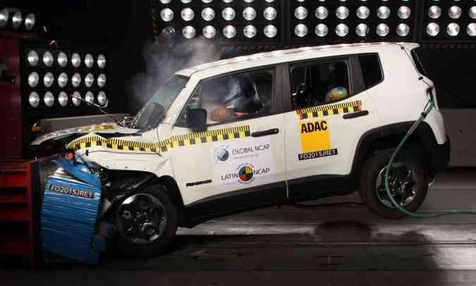 Teste de colisão do Jeep Renegade, que obteve nota máxima para proteção de adultos e crianças(foto: Latin NCAP/Divulgação)