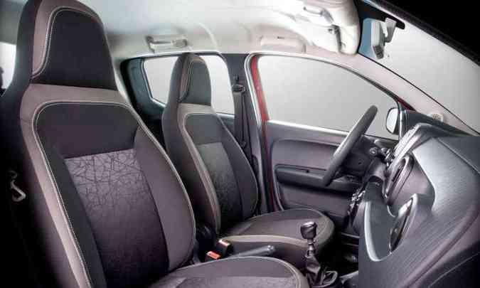 Bancos dianteiros com encosto de cabeça fixados estão entre os itens simplórios(foto: Fiat/Divulgação)