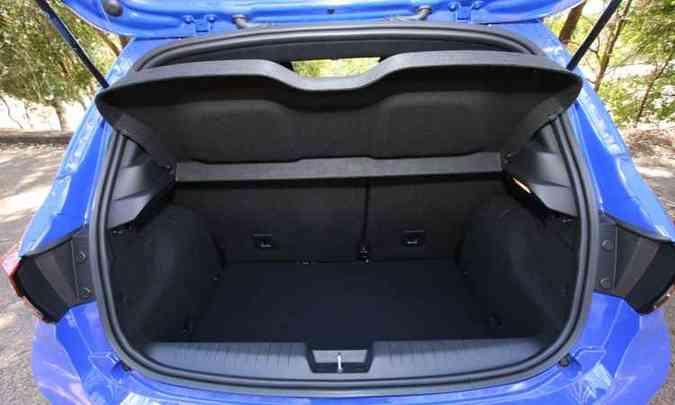 Porta-malas tem 300 litros de capacidade(foto: Edésio Ferreira/EM/D.A. Press)