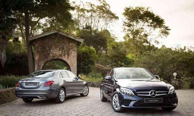 O sedã premium ganhou novos para-choques e faróis full LED, com luz diurna, mas mantém o estilo clássico(foto: Mercedes-Benz/Divulgação)
