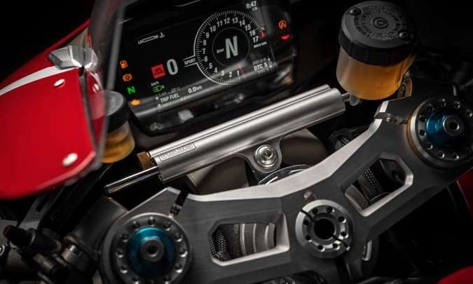 O painel tem tela TFT de cinco polegadas e é totalmente ajustável(foto: Ducati/Divulgação)