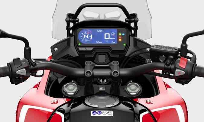 O painel da CB 500X também tem tela digital com blackout para minimizar ofuscamentos(foto: Honda/Divulgação)