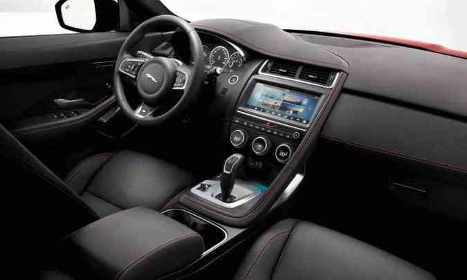 O interior é sofisticado, com tela central de 10 polegadas no painel(foto: Jaguar/Divulgação)