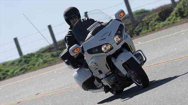 Importado do Japão, o modelo 2012 incorporou mudanças na estética, além de mais eletrônica embarcada, para ajudar na pilotagem, especialmente em grandes viagens - Honda/Divulgacao