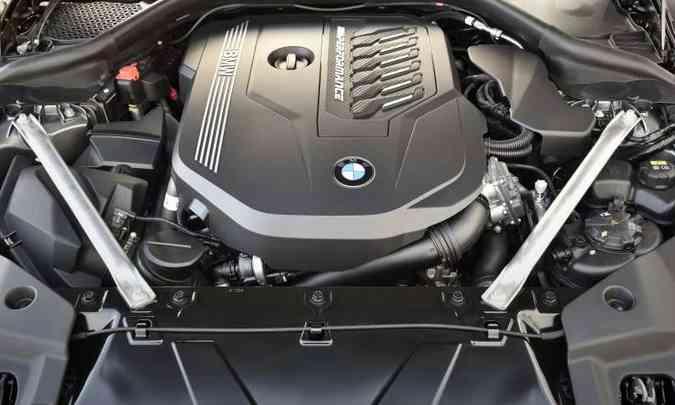 Motor 2.0 turbo despeja 258cv e atua em conjunto com o câmbio automático de oito velocidades(foto: BMW/Divulgação)