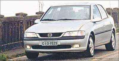 No modelo de segunda geração, o alinhamento é exigido nos eixos dianteiro e traseiro -