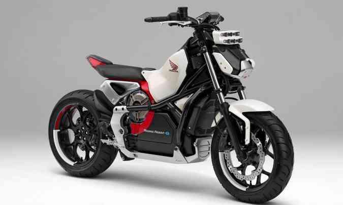 O modelo da Honda tem um motor elétrico que ajusta instantaneamente os eixos lateral e longitudinal(foto: Honda/Divulgação)