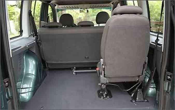 Com a utilização do banco, a capacidade para o porta-malas diminui para 685 litros