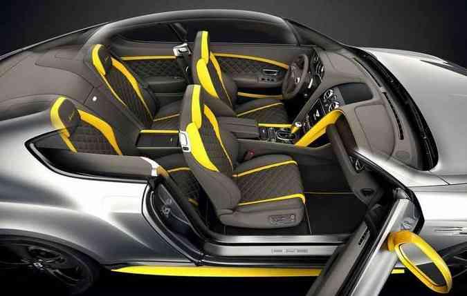 Parte interna é ressaltada pelos assentos em couro com costuras e detalhes em contrastes(foto: Bentley/Divulgação)