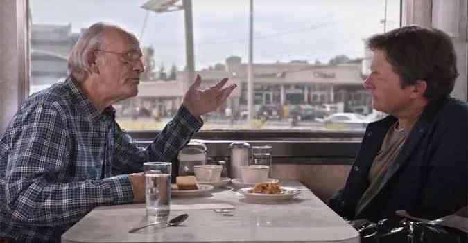 Christopher Lloyd (Doc Brown) e Michael J. Fox (Marty) vão reviver personagens para lançamento do carro(foto: Reprodução/YouTube)