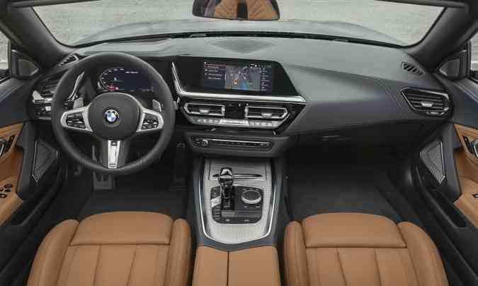 O interior tem acabamento sofisticado e todos os comandos bem à mão do motorista(foto: BMW/Divulgação)