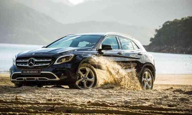 A nova grade dianteira foi inspirada na do modelo GLS e o para-choque ganhou entradas de ar maiores(foto: Malagrine Estúdio/Mercedes-Benz/Divulgação)