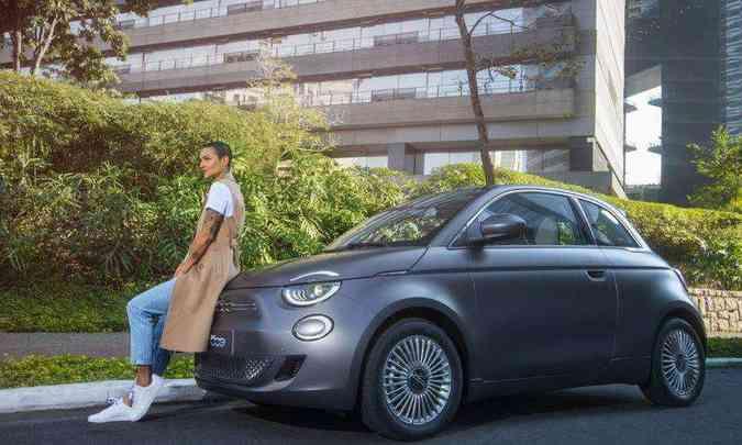 Terceira geração do Fiat 500 chega ao Brasil com motor elétrico e em única versão(foto: Fiat/Divulgação)