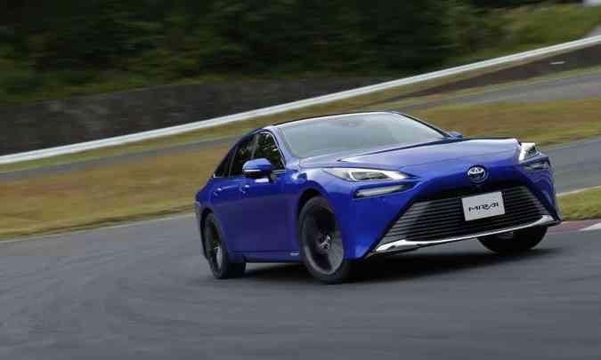 Segunda geração do Toyota Mirai utiliza hidrogênio e ainda tem um design bastante desejável(foto: Toyota/Divulgação)