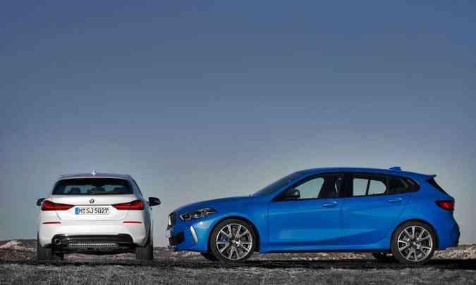 A versão apimentada, na cor azul, tem rodas de 18 polegadas com novo desenho(foto: BMW/Divulgação)