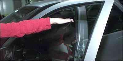 Dispositivo de segurança impede que as pessoas tenham membros esmagados pelo vidro - Paulo Filgueiras/EM - 21/6/05