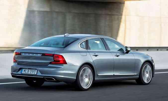 Funcionando em modo totalmente elétrico, o Volvo S90 T8 tem autonomia de apenas 40 quilômetros(foto: Volvo/Divulgação)