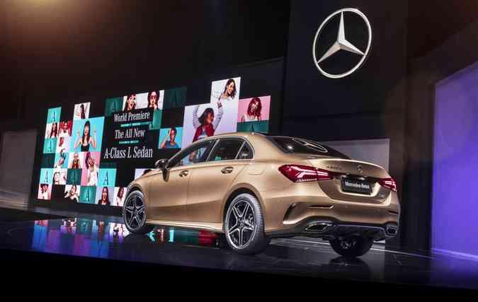Mesmo com o capô alongado, tamanho do porta-malas do sedã é o mesmo do hatch (foto: Mercedes-Benz/Divulgacao)